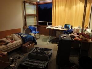 Dernière nuit à Expansiel : valises et cartons...